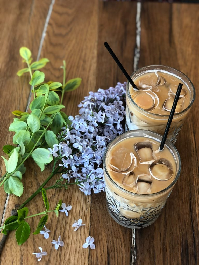 two-brown-liquid-on-glass-with-ice-1162455